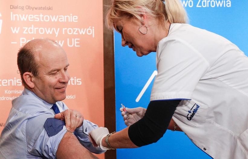 Politycy dali przykład i zaszczepili się przeciw grypie